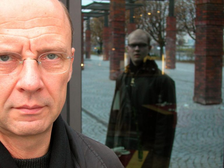Fotograf Uwe Nölke - 100 Tage fotografische Selbstportraits in alltäglichen Situation und 100tägiger konsequenter Reihenfolge