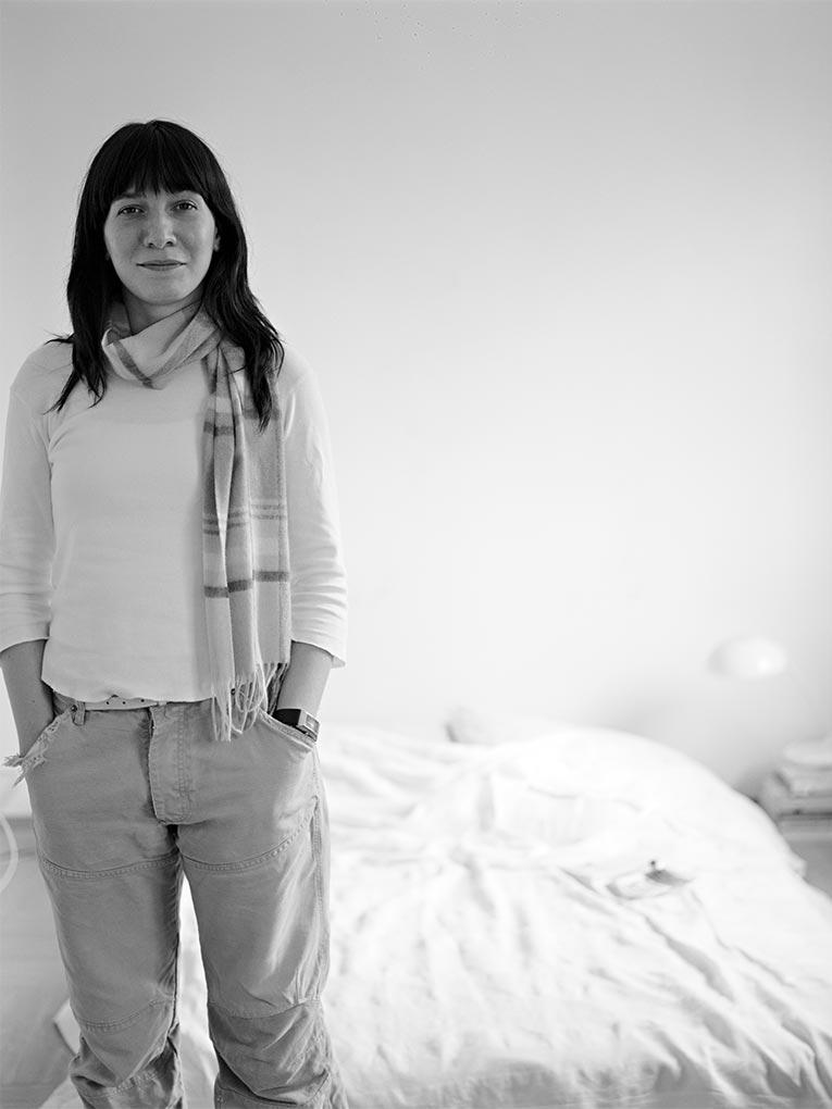 Vorm Bett - Portraitfoto Constanze 4