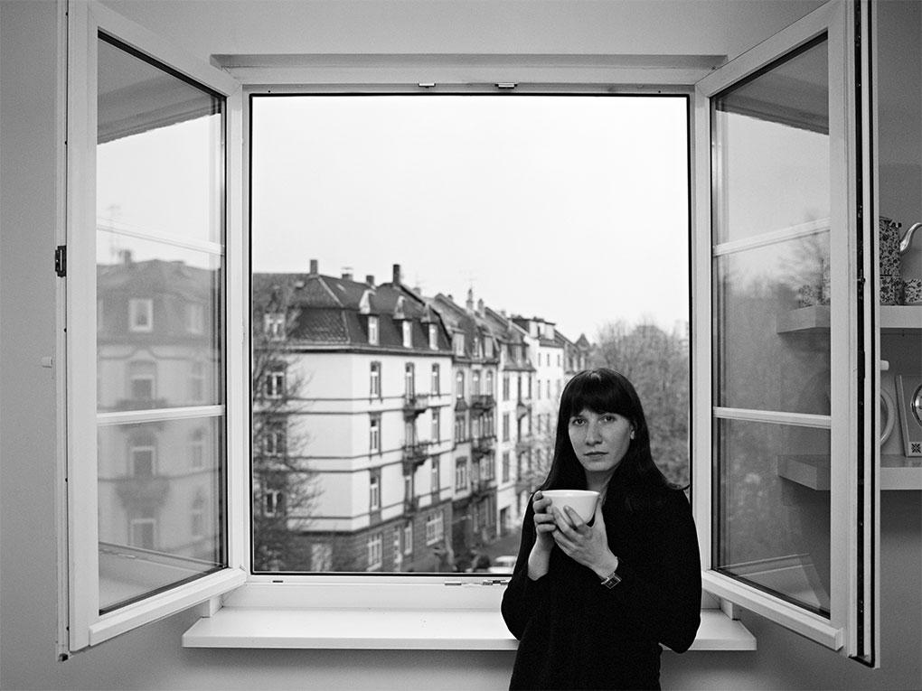 Am Fenster - Portraitfoto Constanze 11