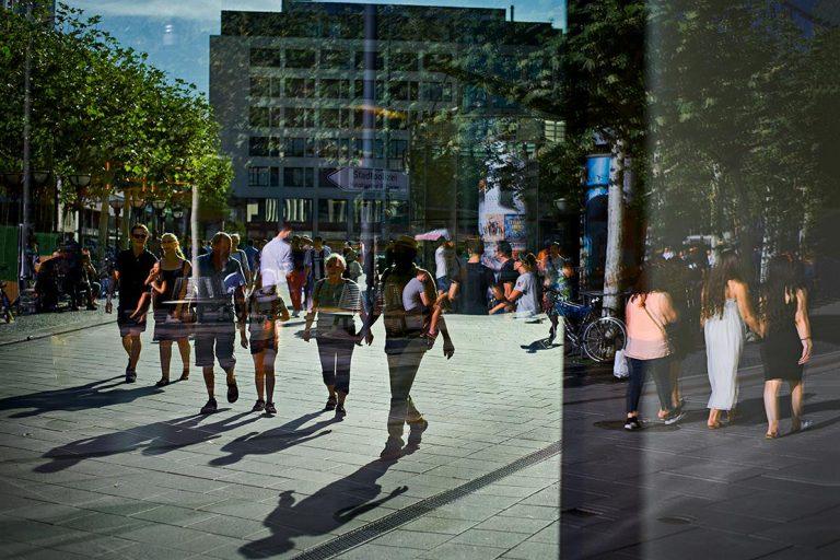 Einkaufsstrasse - Street Photography Fotograf Uwe Nölke